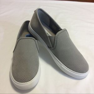 STEVE MADDEN GRAY FAUX SUEDE SLIP ON SNEAKERS 6.5